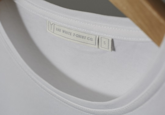 The-white-t-shirt-co-stitching-detail