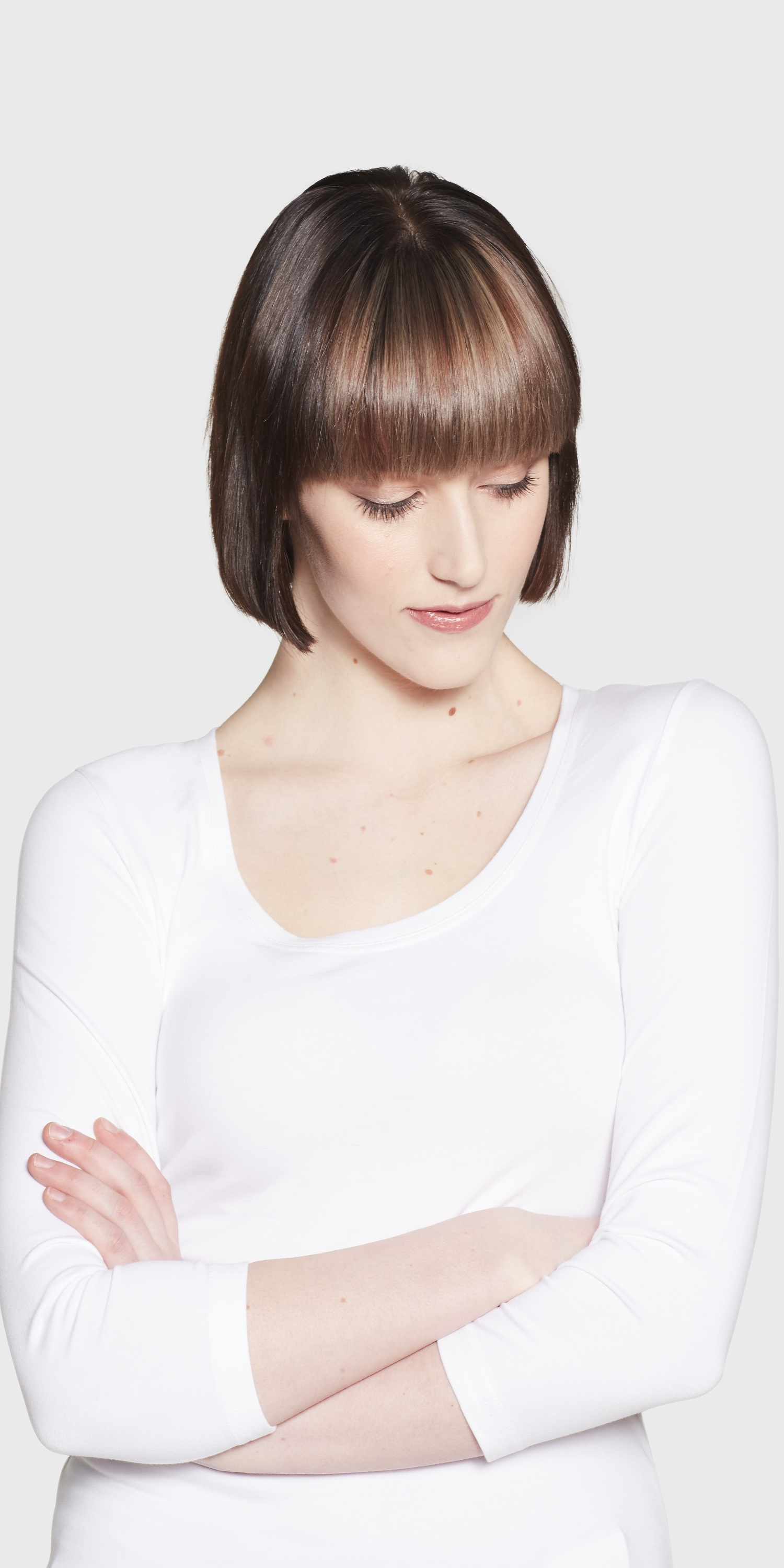 Women's white 3/4 sleeved scoop neck close up