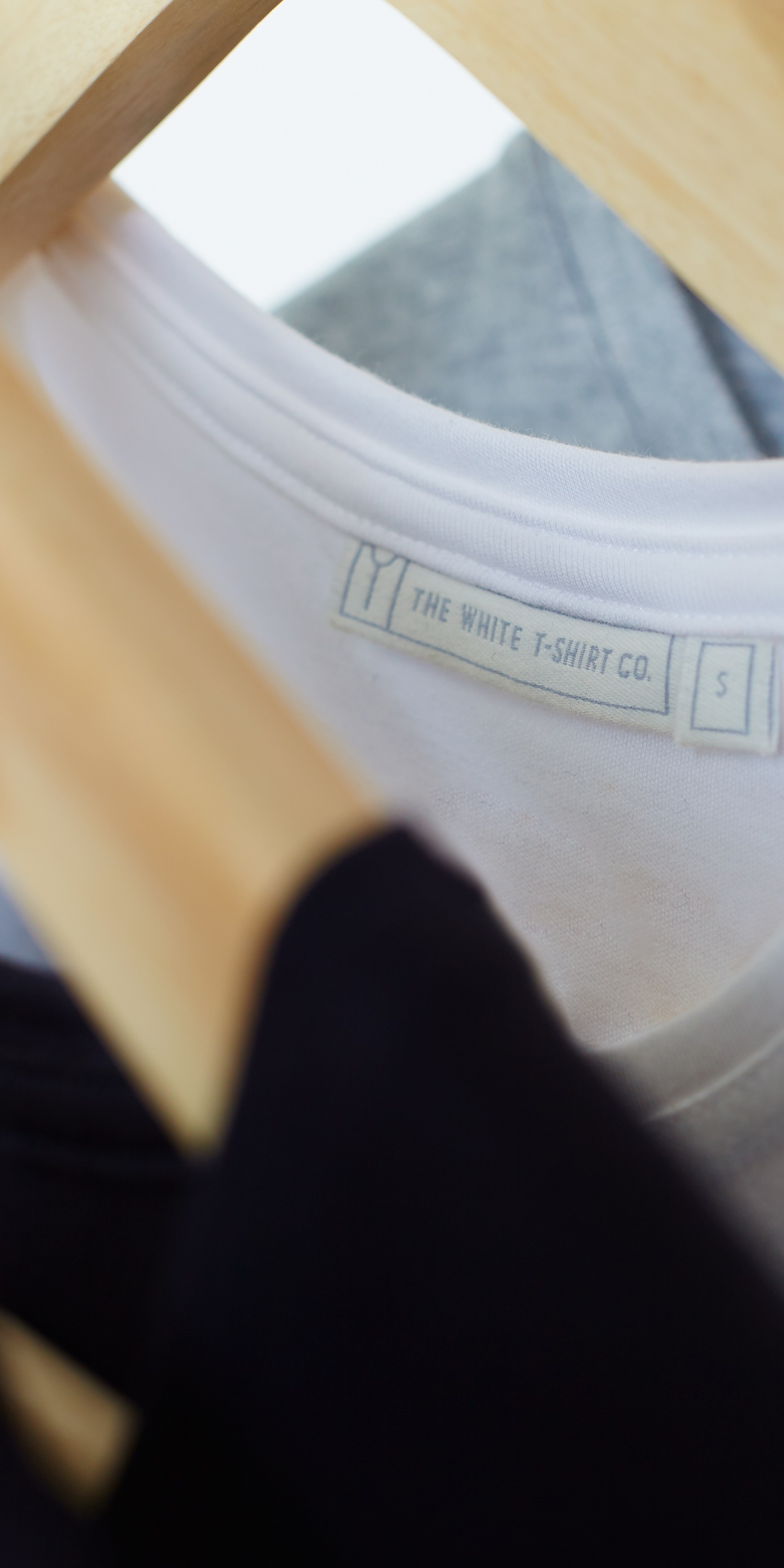 Women's white 3/4 sleeve scoop neck t-shirt | stitching close up